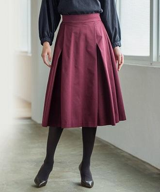 ボルドー色のスカート