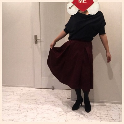 ボルドー色スカートの着こなし
